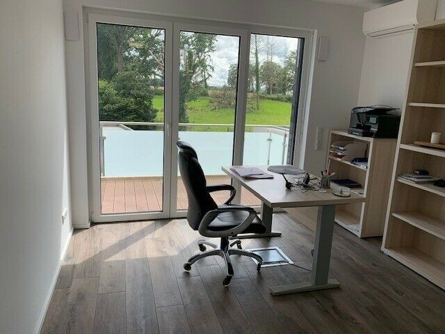 Modernes 38 qm Büro/ Praxis auch als Mitarbeiterwohnung nutzbar